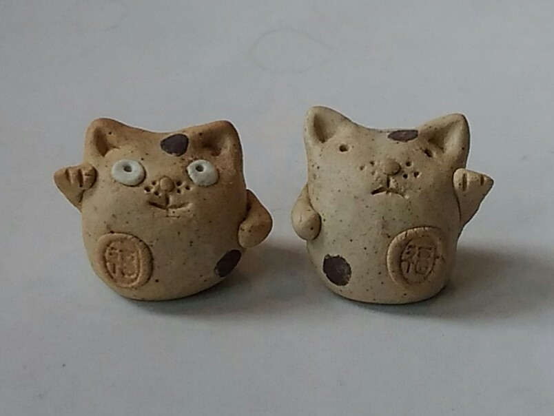 陶器製猫です。