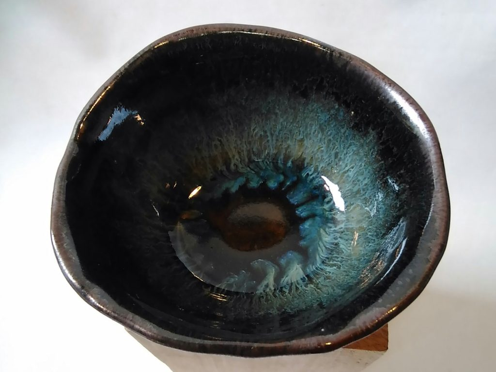 鉄釉楕円形小鉢内側