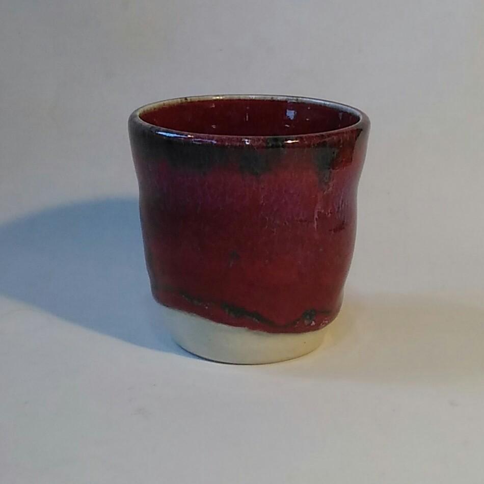 辰砂釉焼酎カップの画像です。