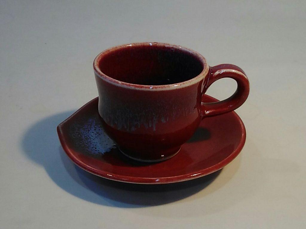 デミタスカップとソーサーです。