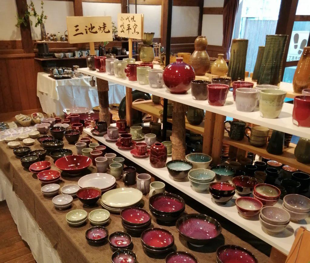 花しょうぶまつり窯元展三池焼展示スペースです。