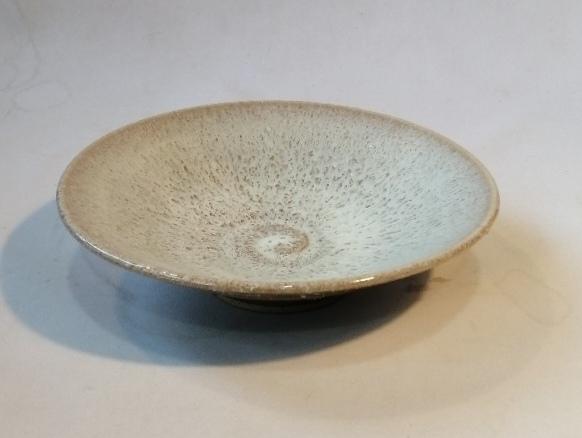 白釉鉢です。