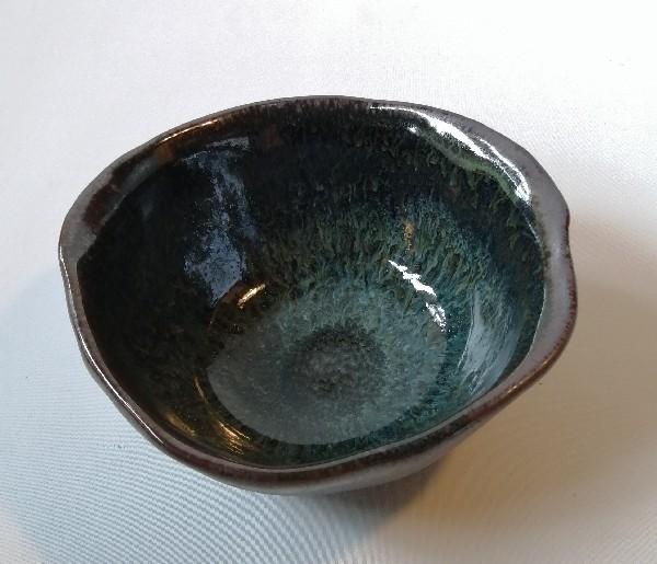 鉄釉小鉢です。