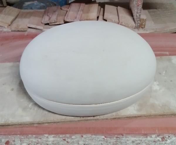 陶筥に辰砂釉をかけました。