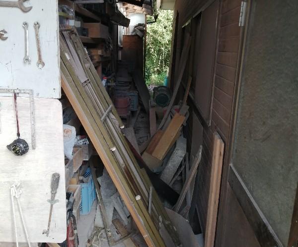 台風で材木などがかなり散乱しました。