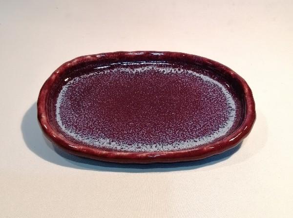 板作りで作った辰砂釉皿です。