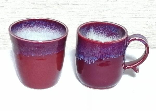 流れ模様を付けたフリーカップとマグカップです。