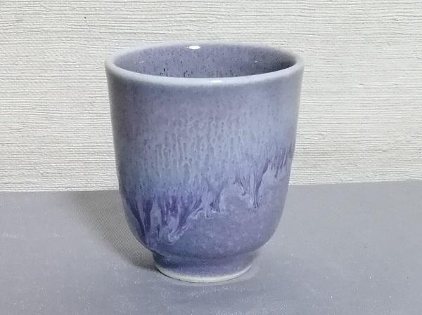 ラベンダー色の筒型湯のみです