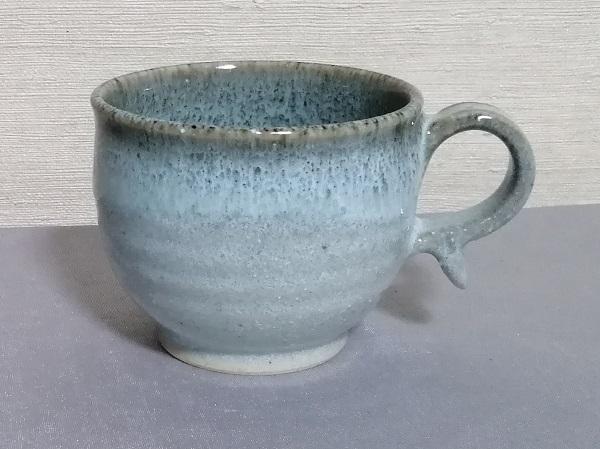 白釉フチ鉄マグカップです。
