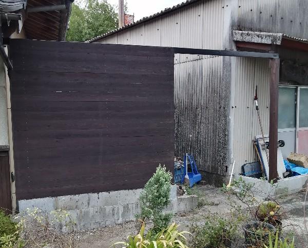 塀のペンキ塗り