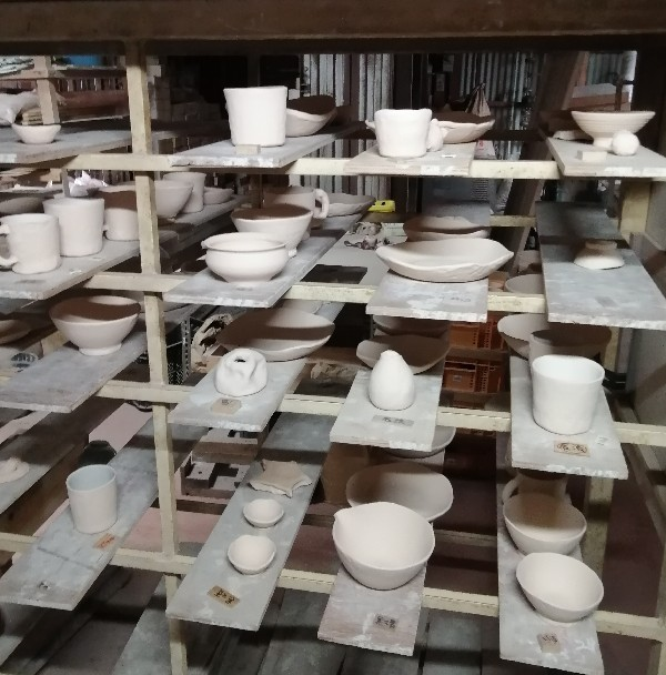 陶芸体験釉薬掛け